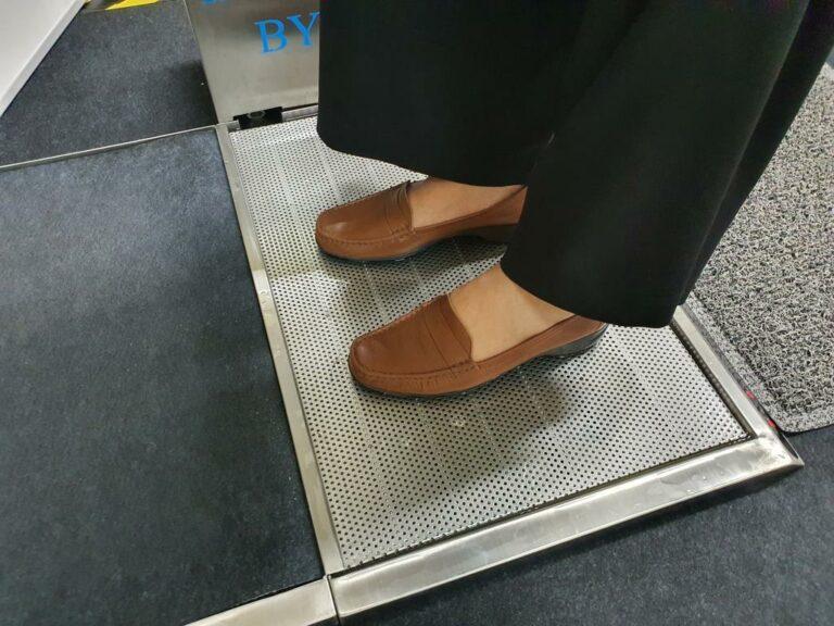 เครื่อง ทำความสะอาดรองเท้า